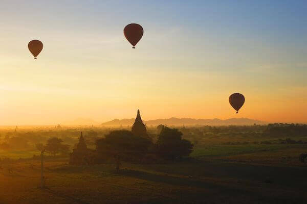 Bagan sunrise balloons